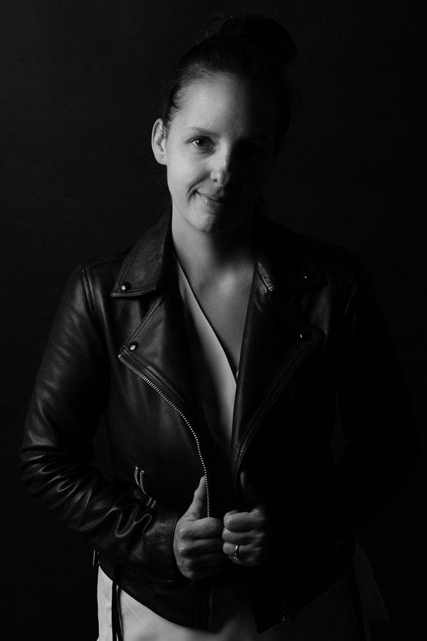 autoportret fotografka b&w