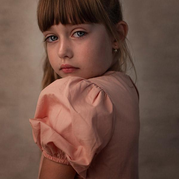 fine art portret dievcatka close up